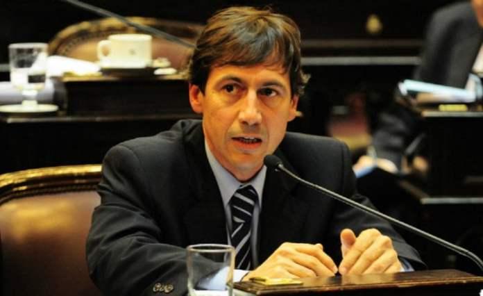 Luis Naidenoff competiría con el Presidente Mauricio Macri representando a la UCR