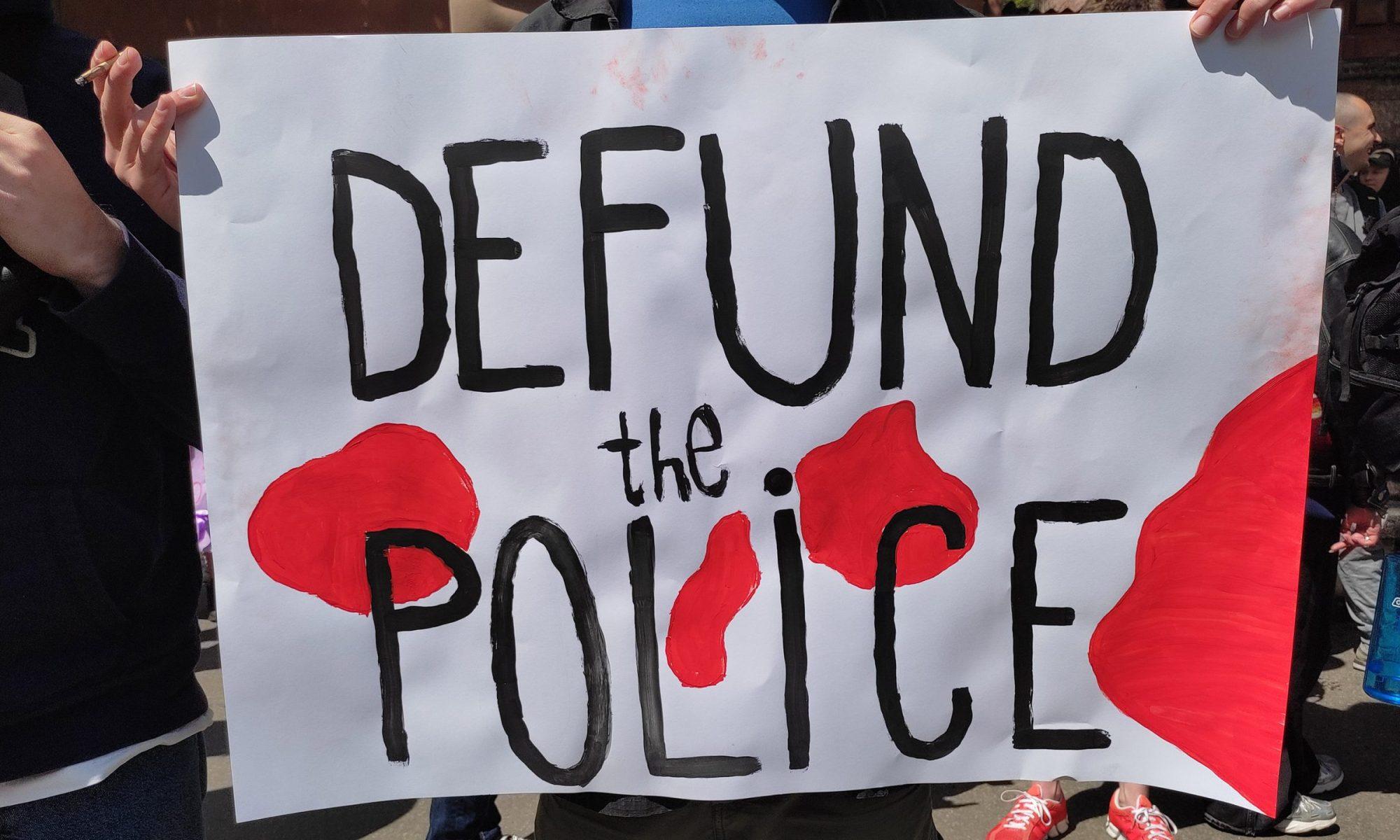 Зменшити фінансування поліції