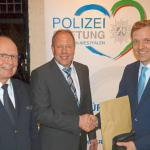 Polizeidirektor Peter Schwab, stellv. Vorsitzender Polizeistiftung Markus Robert, Landrat Dr. Schulze Pellengahr Quelle: Foto az