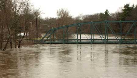 Nor'eastern flooding. Farmington River, Simsbury CT