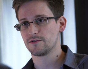 Edward_Snowden_mirror