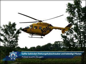 Polizei sucht Zeugen: Gaffer behindert Rettungshubschrauber und beleidigt Piloten