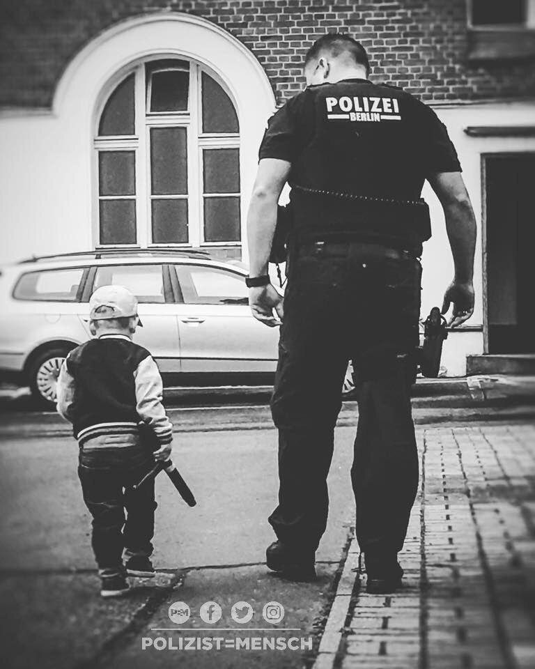 Polizistenehefrau hält großartigen Moment fest