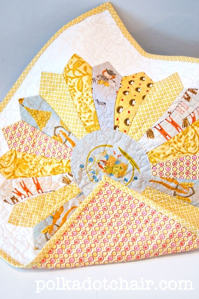Dresden plate mini quilt or doll quilt pattern and quilting ideas