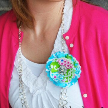 Quick Change Corsage Necklace Tutorial on polkadotchair.com