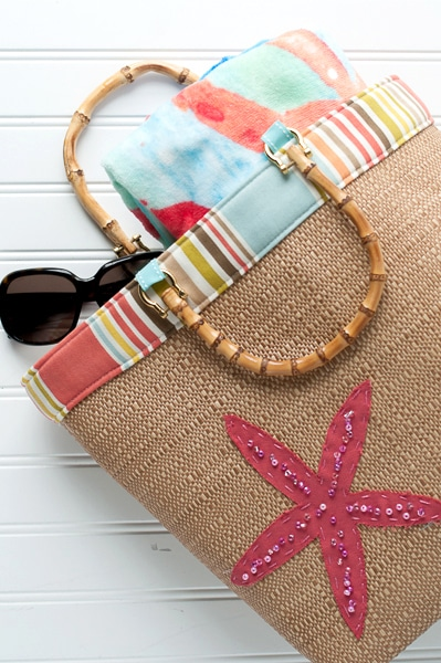 A free sewing pattern for a Straw Beach Bag