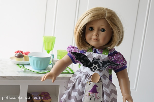 FREE Halloween American Girl Doll Sewing Patterns - love this Halloween Apron tutorial!