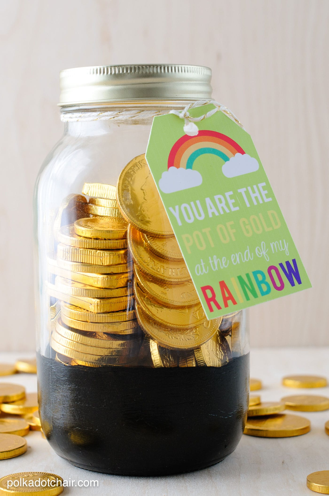 """Cute St. Patrick's Day Mason Jar gift ideas- """"pot of gold"""" jars with free printable tags."""