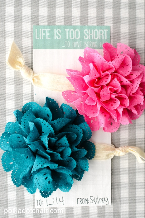 """DIY Hair Tie Gift Idea & free printable """"Life is too short to have boring hair"""" gift cards"""