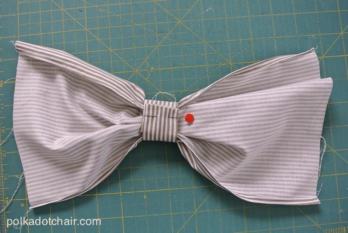 Bow Front Clutch Tutorial on polkadotchair.com