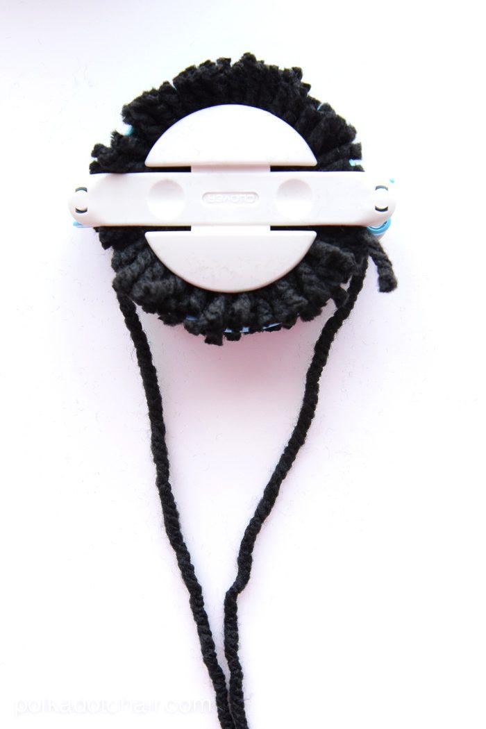 How to make a pom pom with yarn.