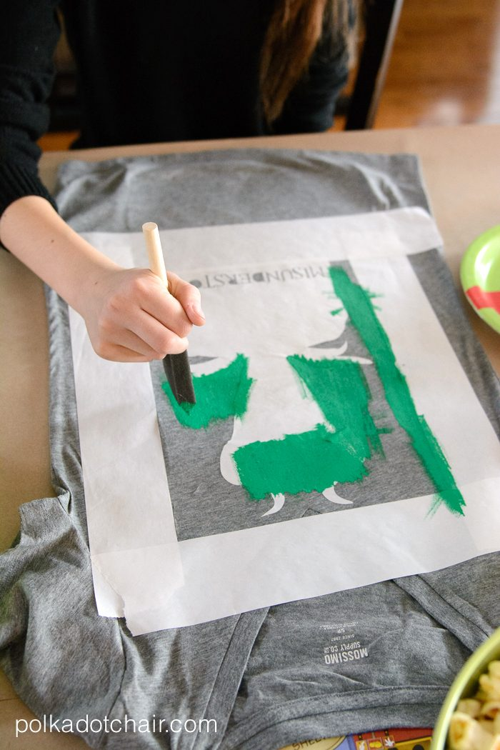 painting a t shirt