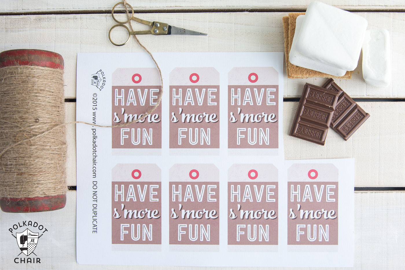 Cute S'mores Mason Jar Gift Idea- there is a free download of the gift tag too.