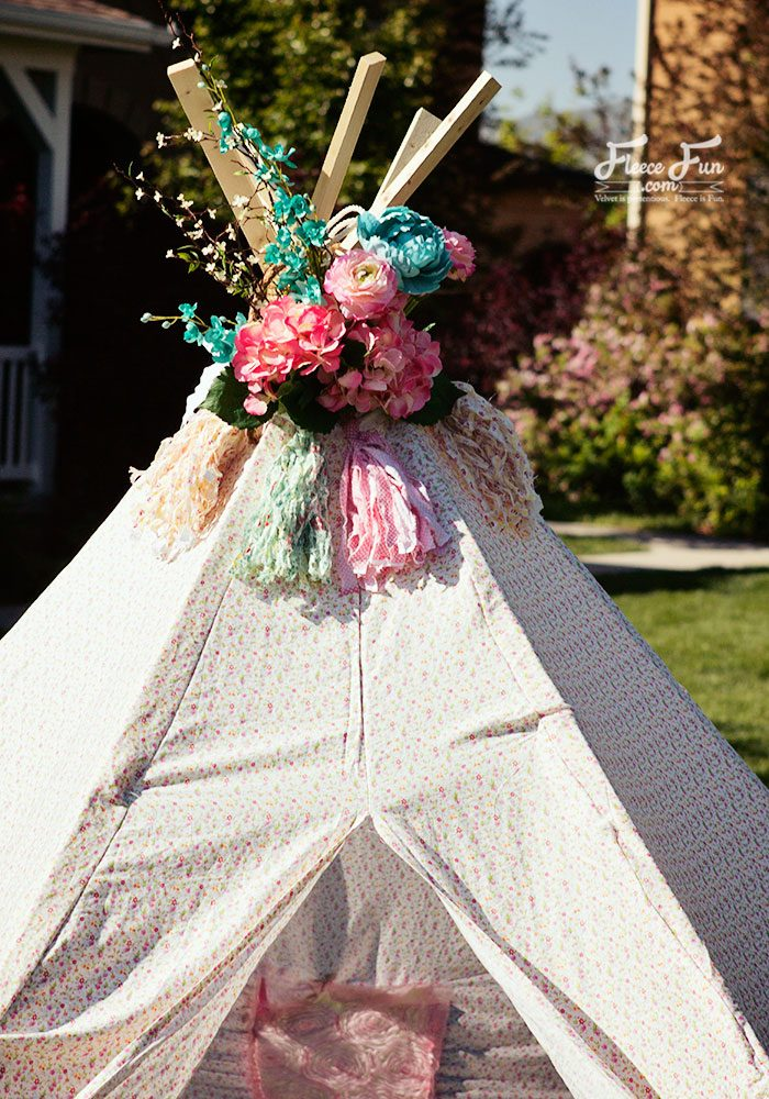 Learn how to make a backyard tee pee with this free sewing pattern and tutorial by Fleece Fun