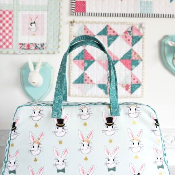 Learn how to make this cute weekend travel bag in an online video class! Features Retro Travel Bag sewing pattern by Melissa Mortenson