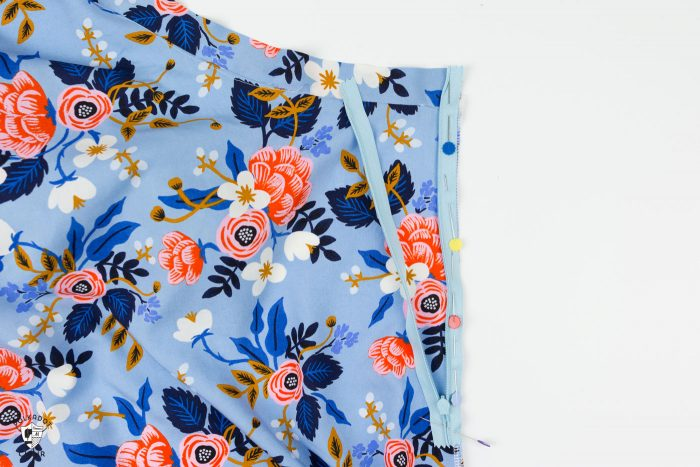 How to sew a half circle skirt with a zipper. A free sewing tutorial teaching you how to make a circle skirt out of seersucker or rayon. Such a cute summer DIY project!