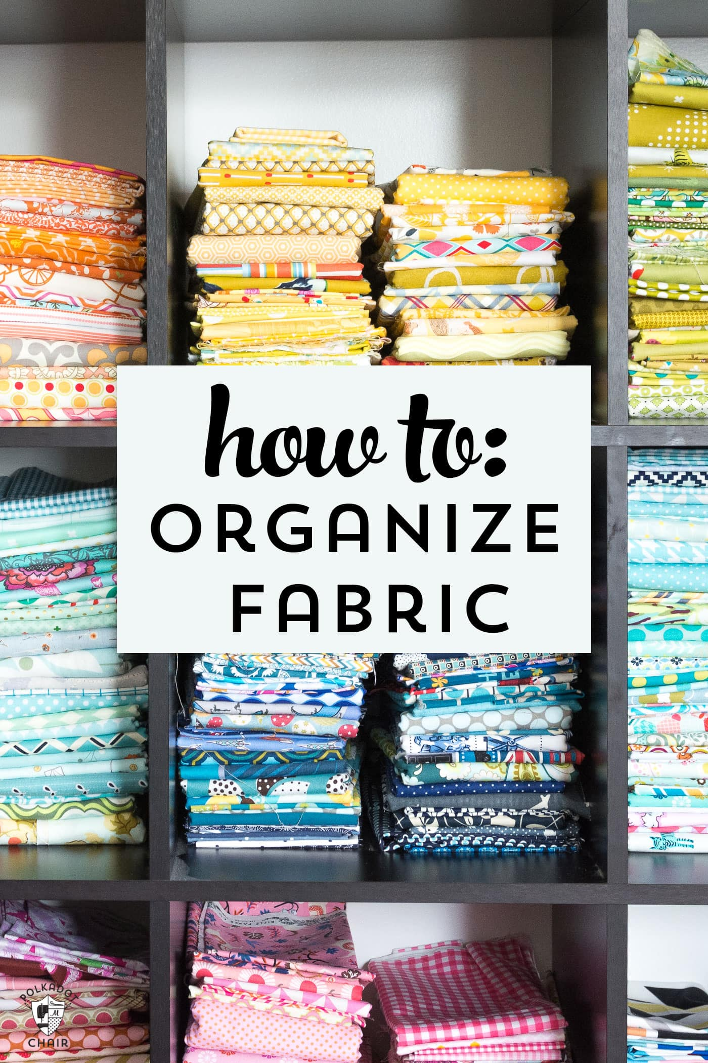 Keep your fabric stash organized ! Great tips for how to organize fabric by color !