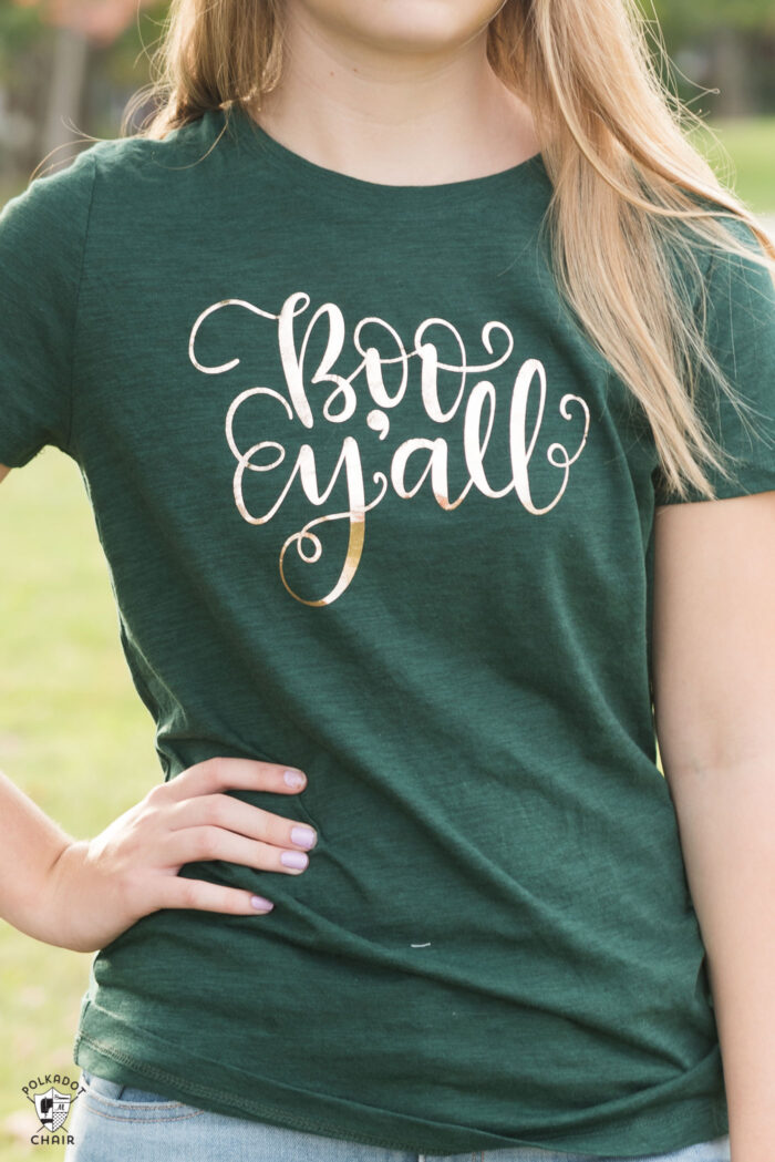 How to make cute Halloween t shirts with iron ons and a review of the new Cricut EasyPress machine. Includes free cut files inspired by Disney's Haunted Mansion themed t-shirts for Halloween and a Cricut EasyPress Review