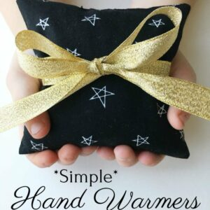 Simple Hand Warmer Tutorial from Simple Simon and Co. A great handmade holiday gift idea! How to make handwarmers. #christmasgiftidea #christmas #holidays #handwarmers #easydiygift