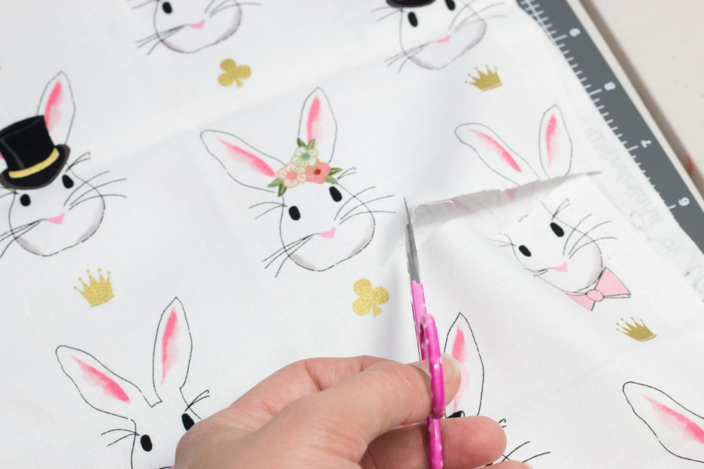 Quick and easy 5 Minute Fabric Gift Bag Tutorial - #handmadegift #sewing #sewingtutorial #giftbag #diygiftbag
