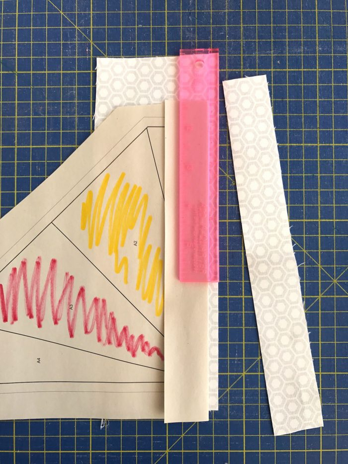 Learn how to foundation paper piece with this free kite paper piecing pattern. #quilts #quilting #fpp #foundationpaperpiecing #tutorial #freequiltpattern