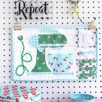 Lori Holt Bake Sale Quilt Along, Mixer block turned into a mini quilt. A cute vintage inspired mini quilt pattern