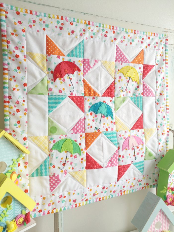 Free Springtime Showers Mini Quilt Pattern; would also be a cute DIY pillow for Spring. #miniquilt #miniquiltpattern