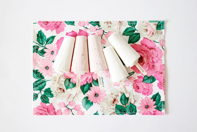 DIY oilcloth placemats with Fruttare - see kate sew