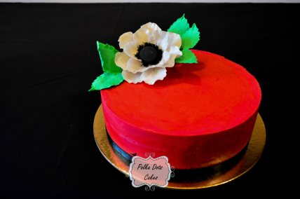 red color cake, no fondant, using colored ganache. super sharp edges technique, anemone sugar flower + leaves