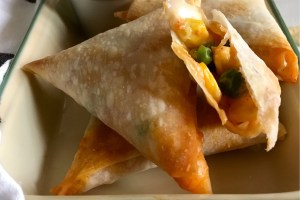 Baked Cheesy Corn and Peas Samosas