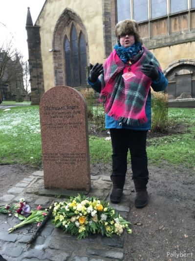 tour guide Jen in front of Bobby's grave at the entrance of the Greyfriar Kirkyard @Edinburgh, Scotland