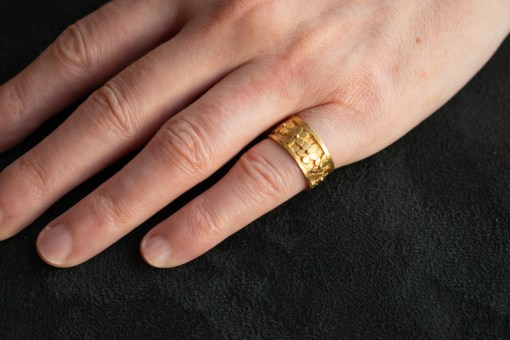 forget me not ring on finger gold