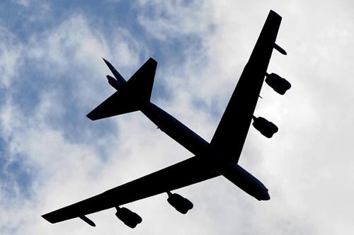 沖縄の基地と飛行機