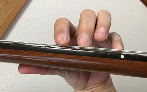 クラシックギターの左手と親指4