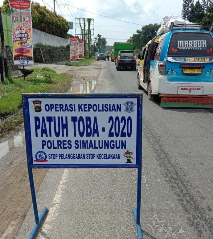 Operasi Patuh Toba 2020 Kasat Lantas Polres Simalungun  Akp.Jodi Indrawan, S.I.K., Bagi-bagi Masker Guna Adaptasi Kebiasaan Baru.