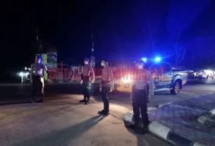 Personel Satsabhara melaksanakan blue light patrol di Jalintim Simpang Penawar