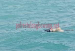 Posisi Mayat Anonim sebelum di evakuasi oleh petugas dari Laut Kuala Teladas
