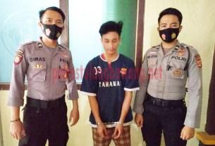 Pelaku curat counter HP di Kampung Gedung Karya Jitu berinisial FY (17), saat berada di Mapolres Tulang Bawang