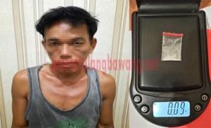 Petani berinisial JI (41) dengan BB narkotika jenis sabu yang berhasil diungkap Polres Tulang Bawang