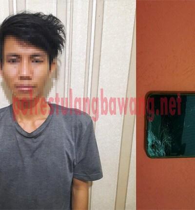 Pelaku RA (21), warga Menggala Kota yang ditangkap Polisi saat sedang berada di pinggir Jalintim, depan Pasar Putri Agung Menggala (Pasar Baru)