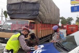 Satlantas Polres Tulang Bawang menindak kendaraan ODOL di hari kedua Operasi Zebra Krakatau-2020