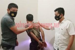 Salah satu pelaku curat hewan ternak berinisial NU (41), warga Desa Taman Bogo, Kecamatan Purbolinggo yang berhasil ditangkap Tekab 308 Polres Tulang Bawang