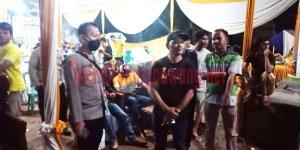 Kapolsek Banjar Agung AKP Devi Sujana, SH, SIK, MH, saat memimpin langsung pembubaran acara hajatan pernikahan di Kampung Agung Dalam, Kecamatan Banjar Margo