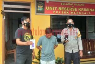 Pelaku tindak pidana pencurian berinisial NH (34), saat berada di Mapolsek Menggala