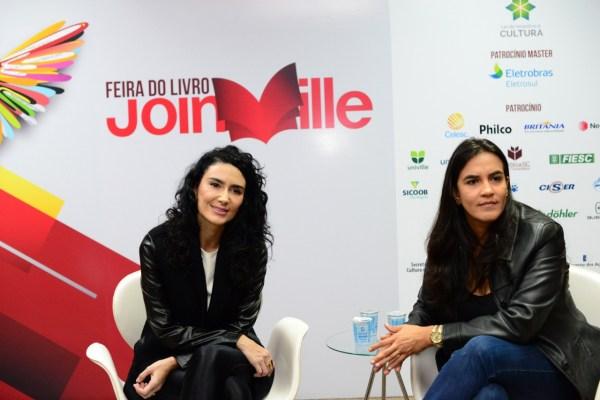 Cristiane Machado participa de debate sobre prevenção e enfrentamento à violência contra a mulher na feira do livro em Joinville 2
