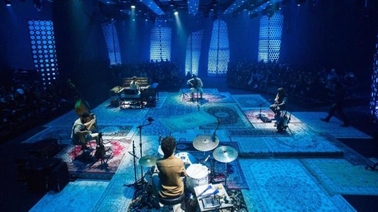 tiago iorc gravou o acustico mtv em um estudio em sao paulo com um publico de 250 convidados