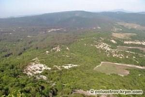 Вид с восточного склона горы Тепе-Кермен. Автор фото Алексей Коппа