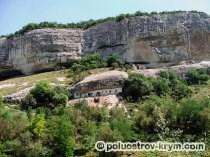 Хозяйственные пещеры Свято-Успенского мужского монастыря. Бахчисарайский район. Фото Ольги Иутиной