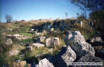 Руины мечети. Пещерный город Чуфут-Кале. Крым