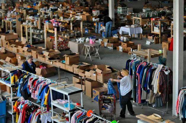 Склад брендовой одежды и товаров для дома в г. Robakowo (Познань)